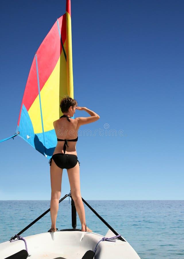 Menina no barco de vela fotos de stock royalty free