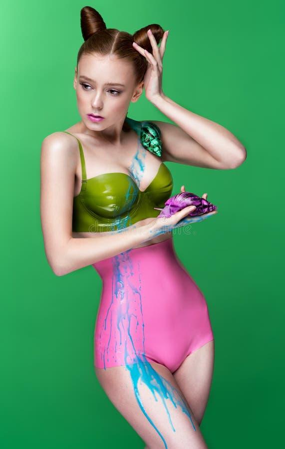 Menina no bodysuit 'sexy' foto de stock