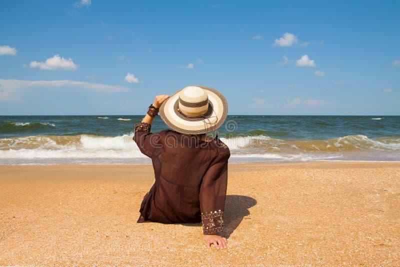 Download Menina na praia imagem de stock. Imagem de apreciação - 29833809