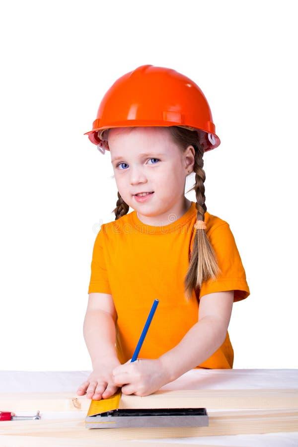 Menina no capacete da construção foto de stock