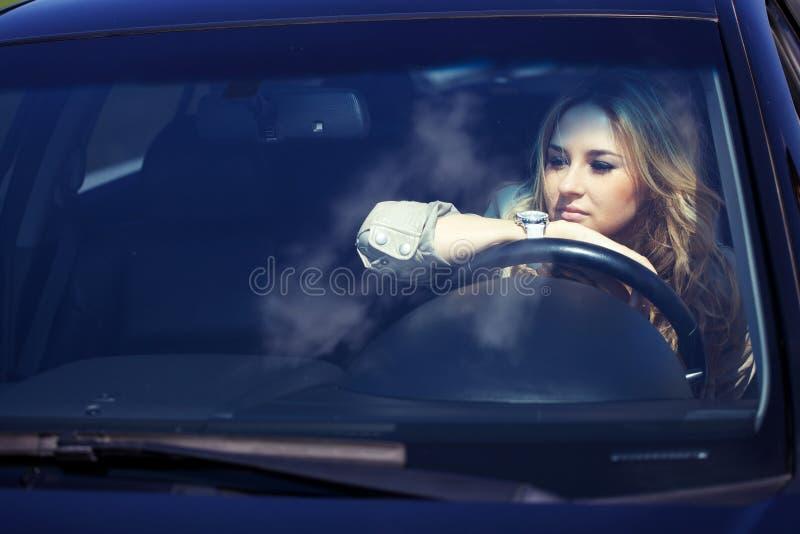 Menina no carro foto de stock