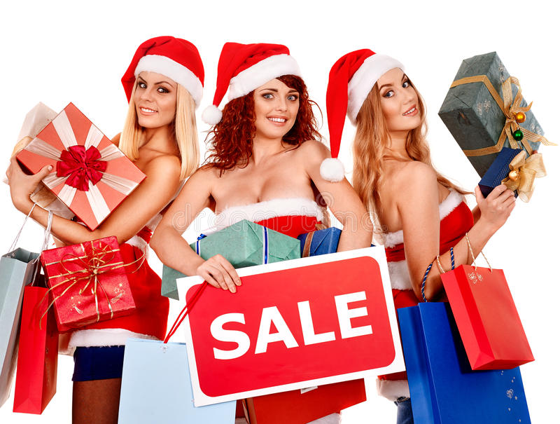 Menina no chapéu de Santa que guarda a caixa de presente do Natal imagem de stock