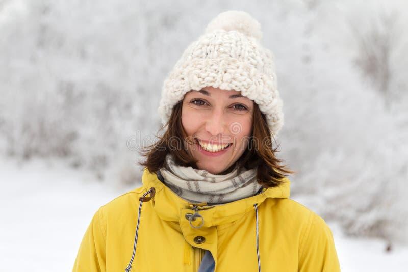 Menina no chapéu do inverno fotos de stock