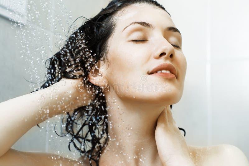 Menina no chuveiro imagens de stock royalty free