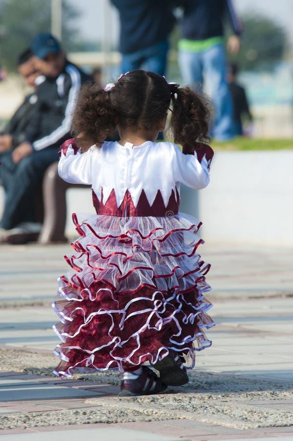 Menina no dia nacional de Qatar imagens de stock royalty free