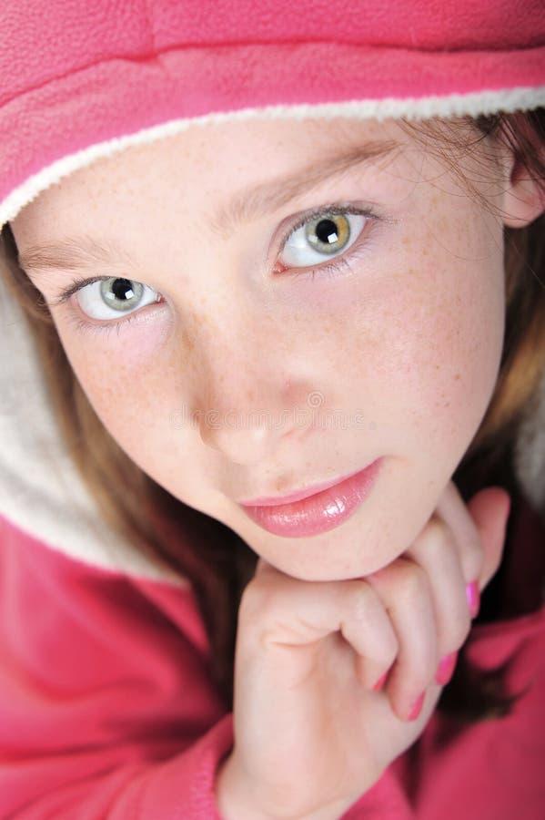Menina no hoodie cor-de-rosa fotos de stock royalty free
