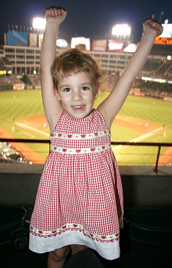 Menina no jogo de basebol fotografia de stock