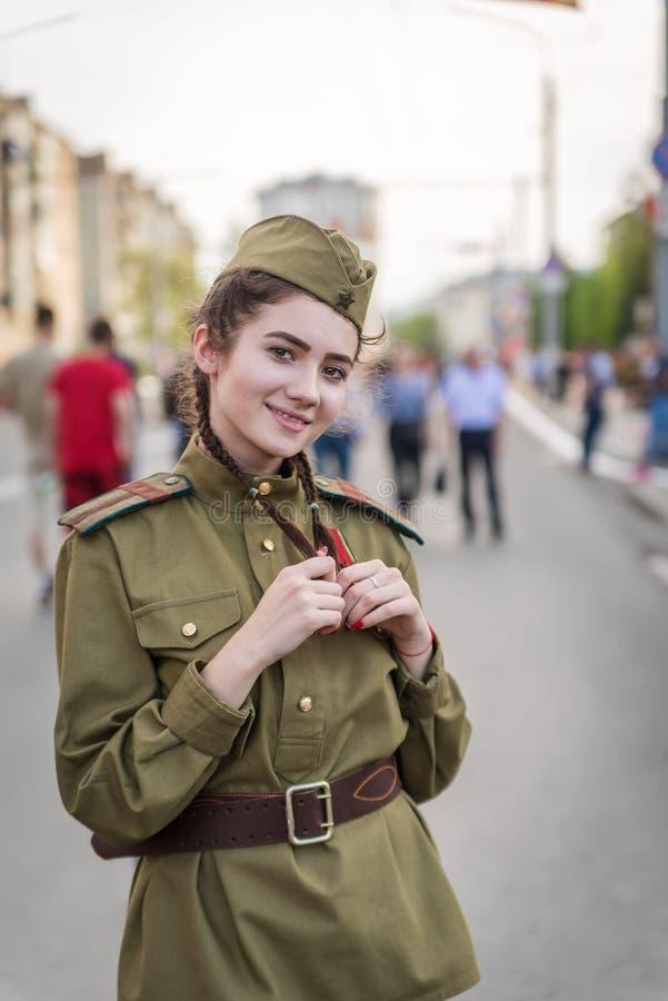 A menina no médico não-informado, a grande guerra patriótica fotografia de stock