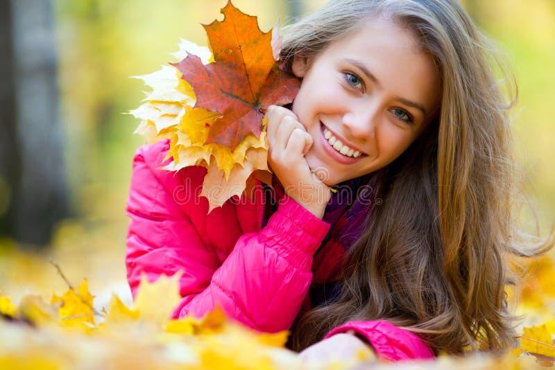 Menina no outono imagem de stock royalty free