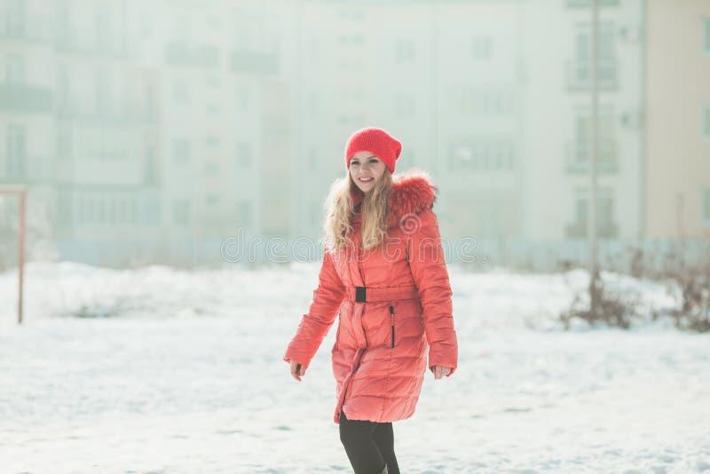 Menina no Parka vermelho fotos de stock