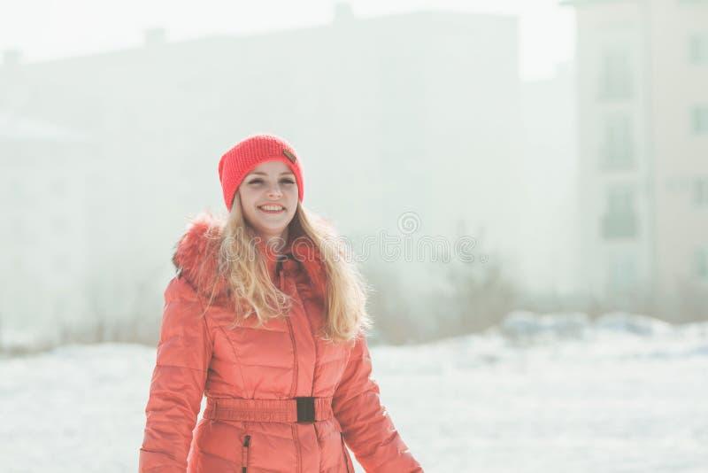 Menina no Parka vermelho imagem de stock royalty free