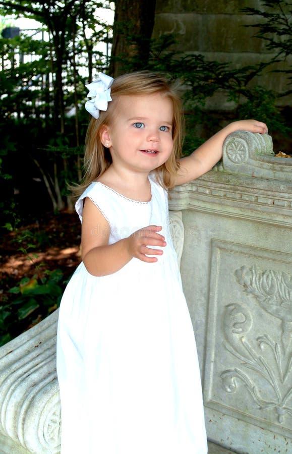 Menina no parque foto de stock royalty free