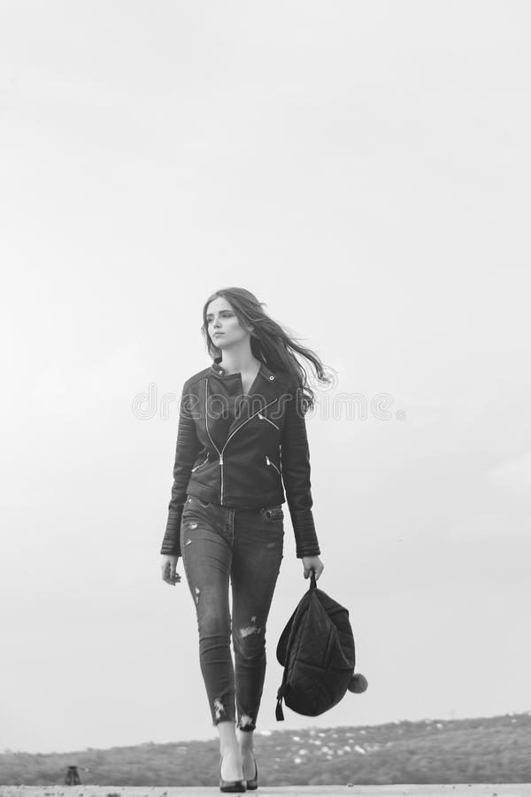 Menina no revestimento de couro fotografia de stock royalty free