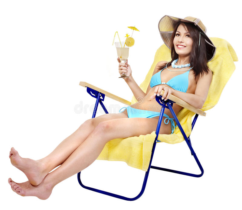 Menina no suco bebendo do biquini. fotografia de stock