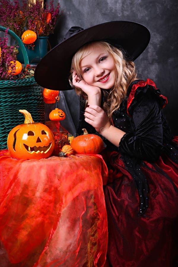 Menina no traje de Halloween imagens de stock royalty free