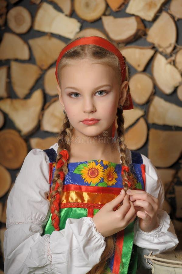 Menina no traje do russo fotos de stock