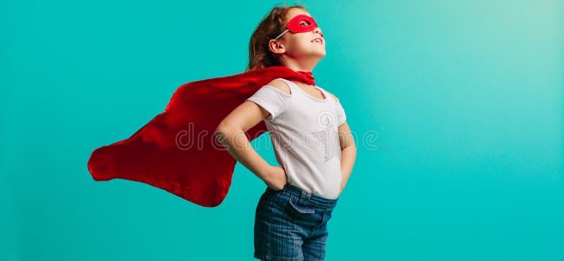 Menina no traje do super-herói imagens de stock