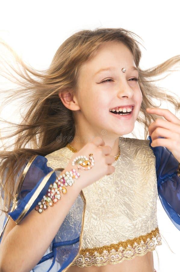 Menina no traje indiano com cabelo de sopro fotos de stock royalty free