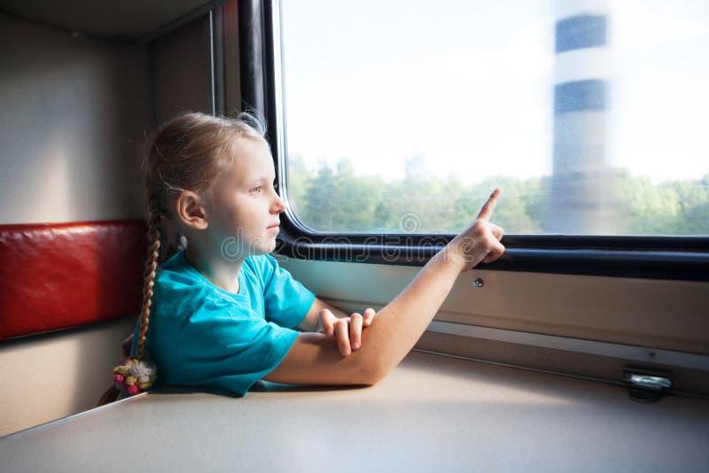 Menina no trem fotografia de stock