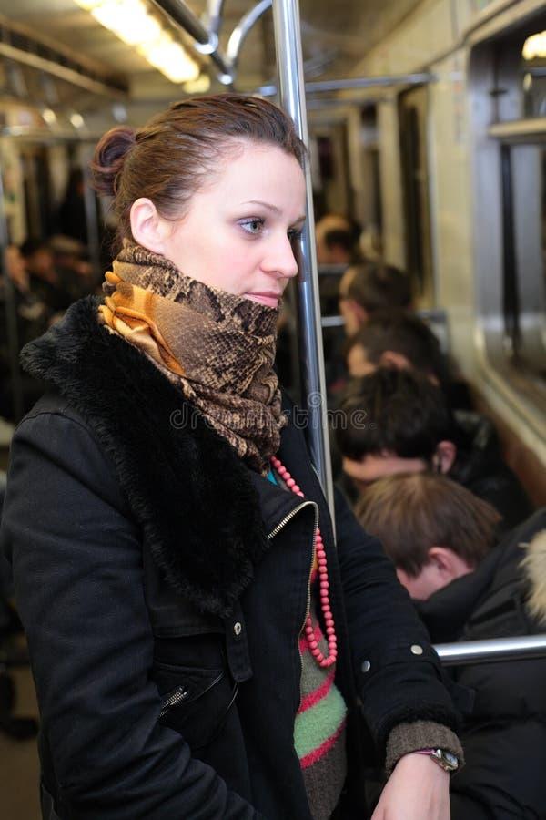 Menina no vagão do metro imagem de stock