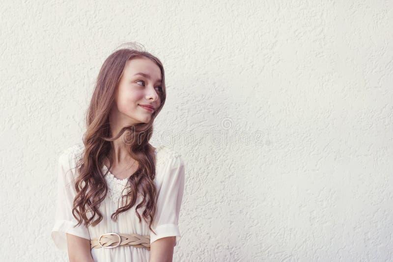 Menina no vestido branco imagens de stock royalty free