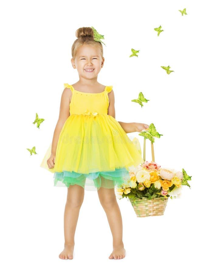 Menina no vestido das crianças com cesta, criança de sorriso feliz imagem de stock royalty free