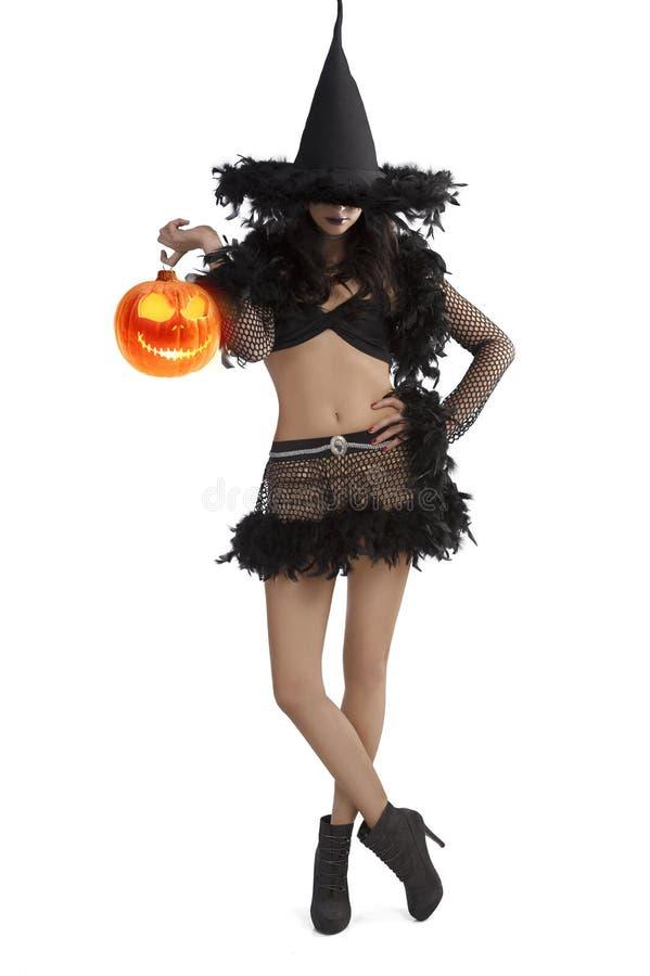 Menina no vestido de Halloween que está com esfera do partido fotografia de stock