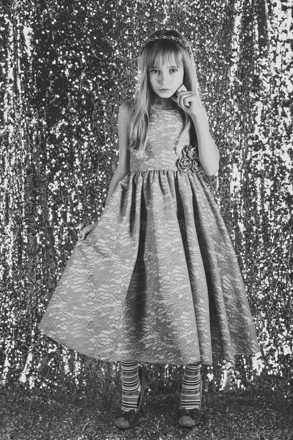 Menina no vestido elegante, baile de finalistas menina no estilo do encanto imagens de stock royalty free
