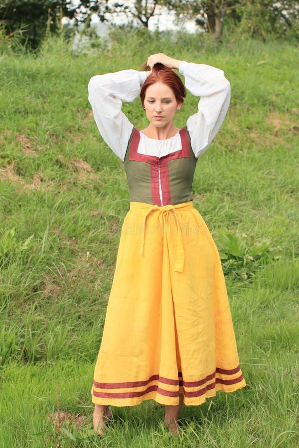 Menina no vestido histórico fotografia de stock