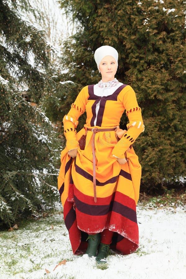 Menina no vestido histórico imagem de stock