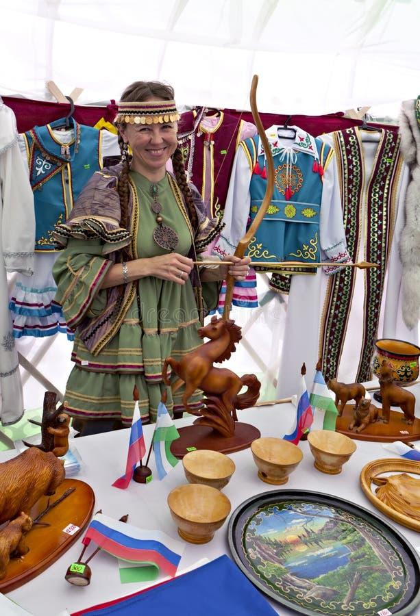 Menina no vestido tradicional foto de stock royalty free