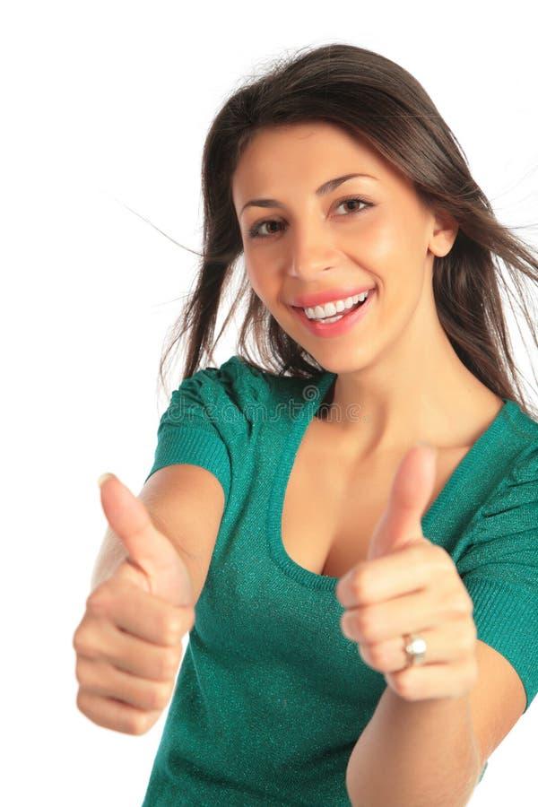 A menina nova da beleza faz a aprovação do gesto imagens de stock royalty free