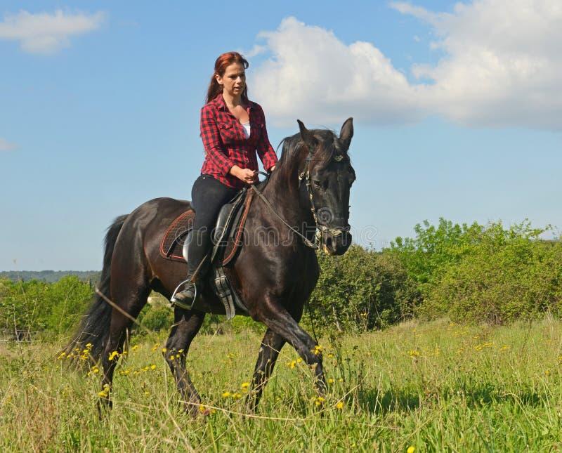 Menina nova da equitação fotos de stock royalty free