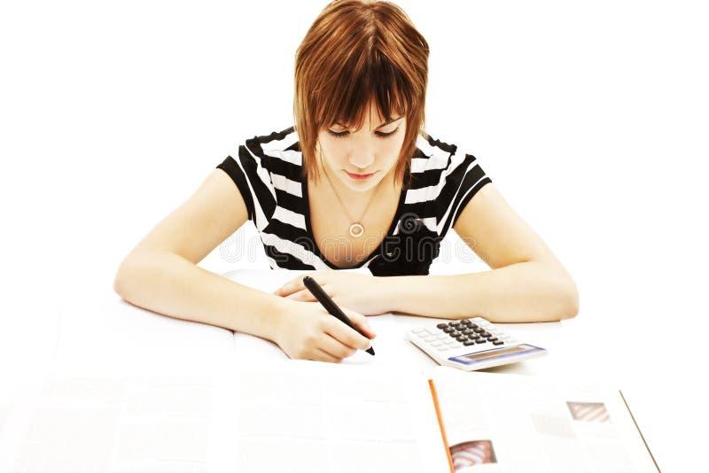 Menina nova e bonita do estudante na mesa fotografia de stock royalty free