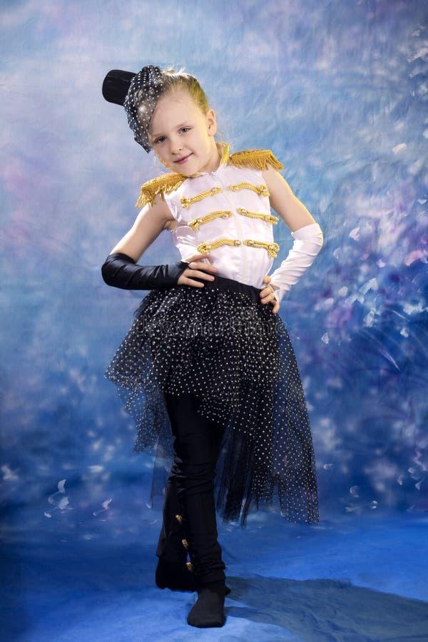 Menina nova no traje da dança imagens de stock royalty free