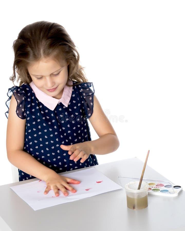 A menina obteve suja com as pinturas imagens de stock