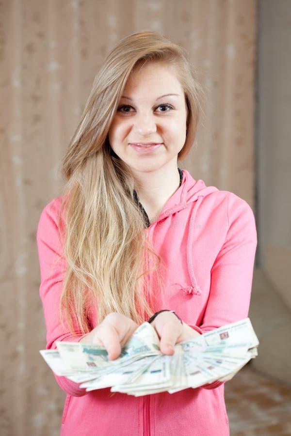Menina ocasional com muitos dinheiro imagens de stock