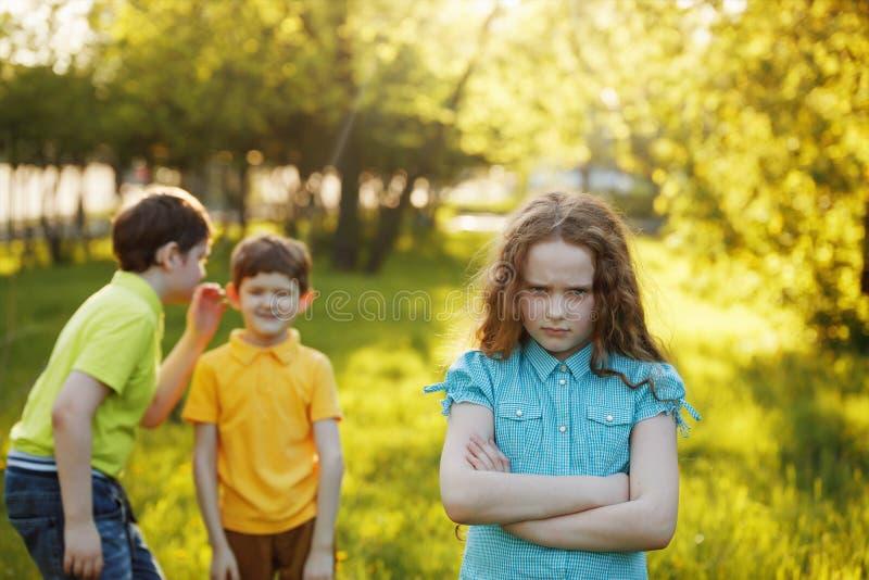 menina ofendida após a discussão a seus irmãos imagens de stock royalty free