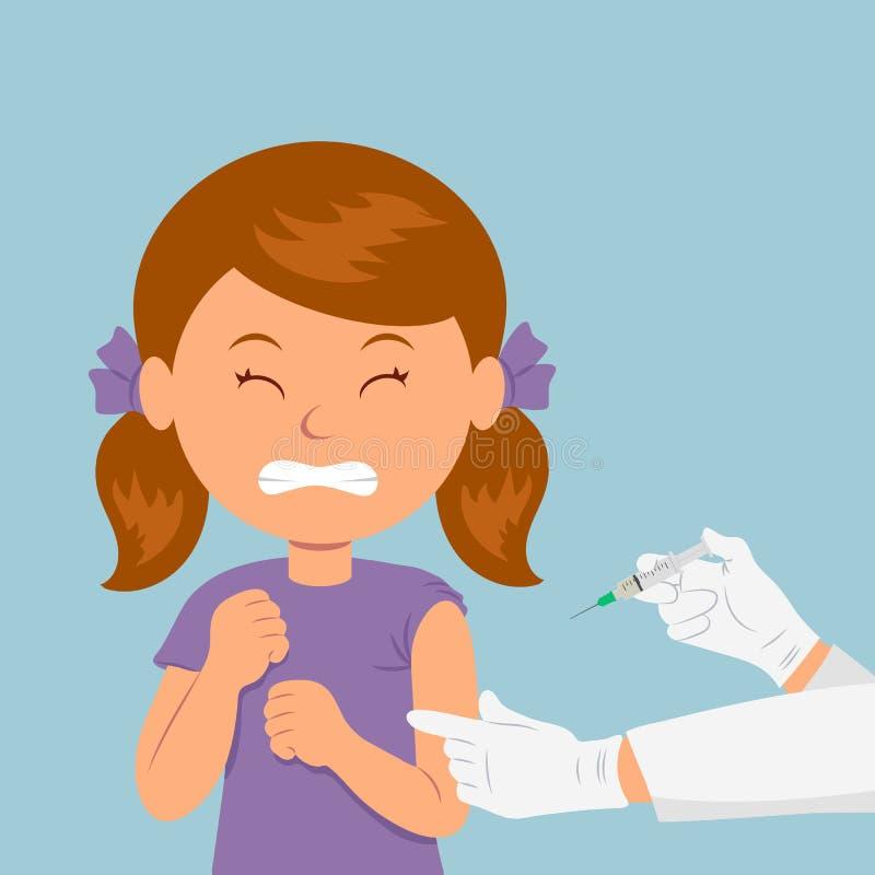 A menina olhou de sobrancelhas franzidas na vista de uma seringa A criança está receosa da injeção Inquietação com a imunidade Cu ilustração stock
