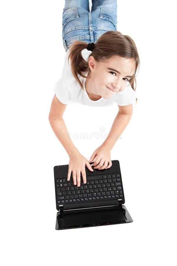 Download Menina Pequena Do Estudante Com Um Portátil Imagem de Stock - Imagem de menina, cheerful: 16872963