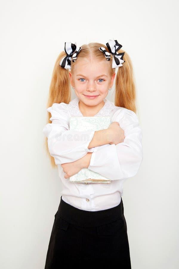 Menina pequena do estudante que guarda o livro Conceito da escola fotografia de stock royalty free