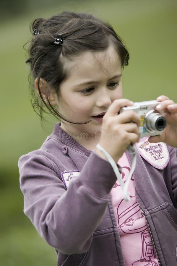Menina pequena do fotógrafo foto de stock royalty free