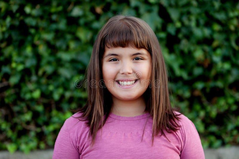 Menina pequena do preteen no parque fotografia de stock royalty free