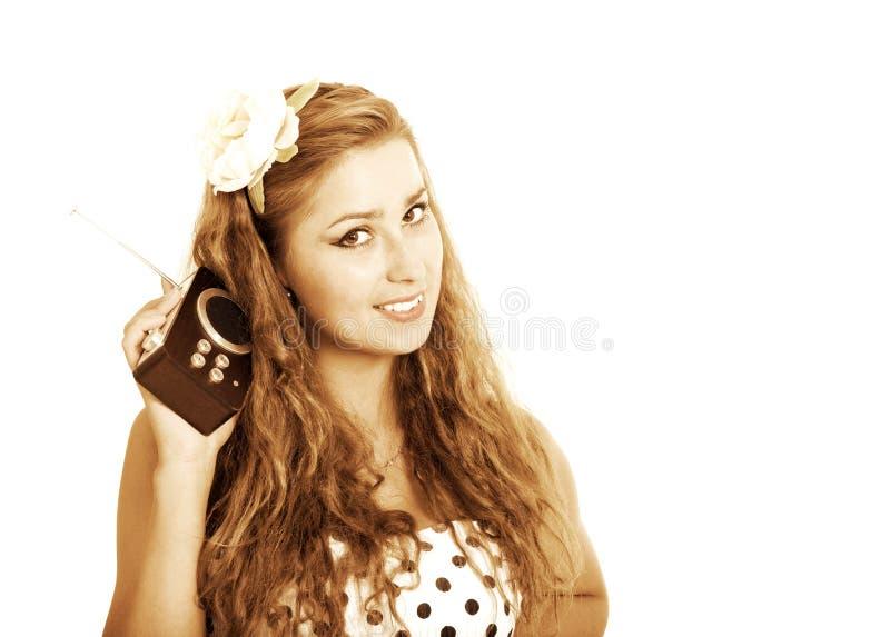 Menina Pin-acima com o rádio retro, tonificado no estilo retro foto de stock