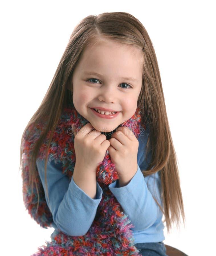 Menina pré-escolar bonito que desgasta um lenço imagens de stock royalty free