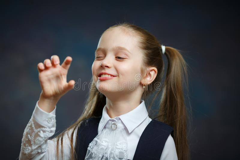 Menina pré-escolar brincalhão close-up isolado do retrato fotos de stock royalty free