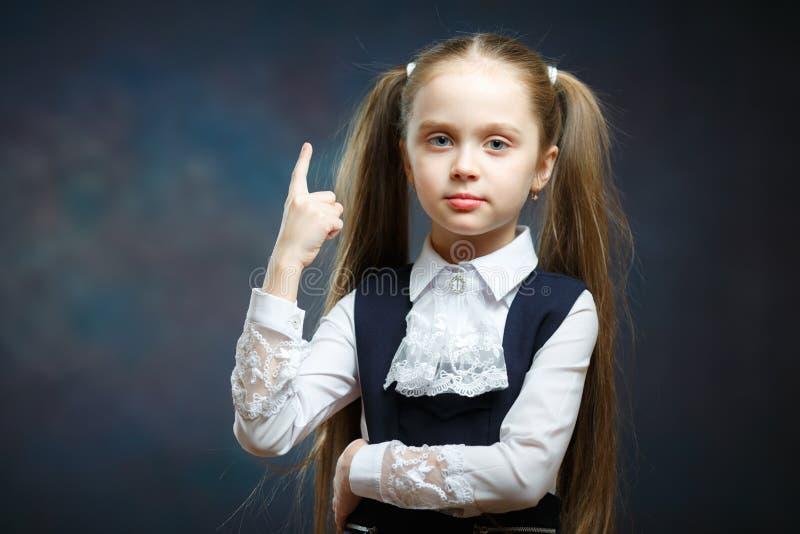 Menina pré-escolar brincalhão close-up isolado do retrato imagens de stock