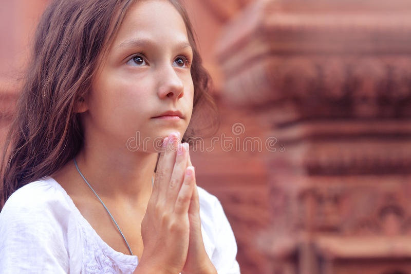 Menina Praying fotos de stock royalty free
