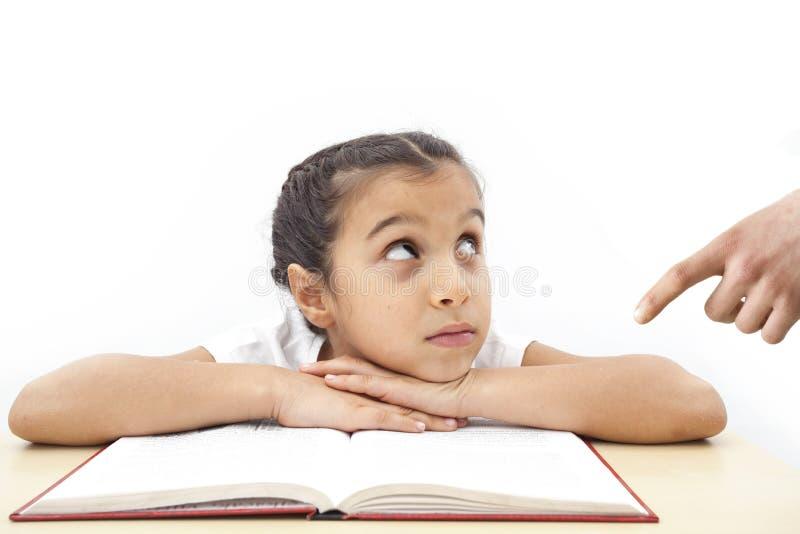 Menina preguiçosa do estudante e pai irritado imagens de stock