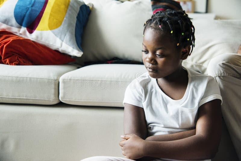 Menina preta com emoção da tristeza foto de stock
